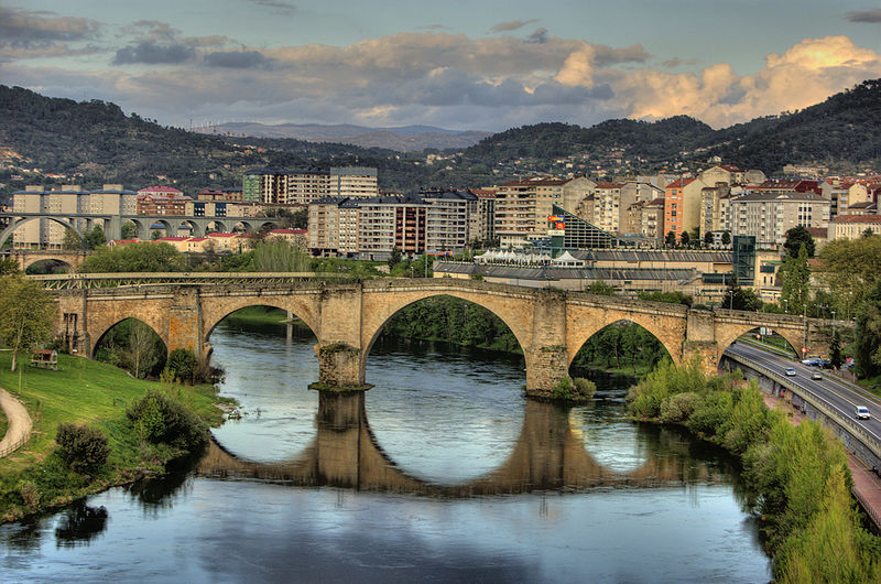 800px-Roman_bridge,_Ourense_(Spain)